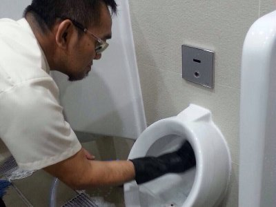 Toliet_Bowl_Cleaning